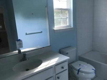 351-579560 2nd floor main bathroom