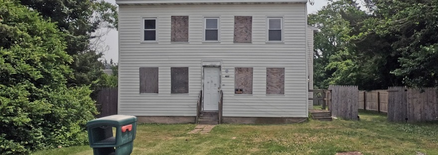 foreclosed home in Tuckerton NJ on just about an acre of land
